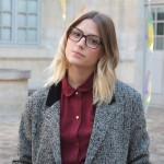Femme à lunettes… carrées